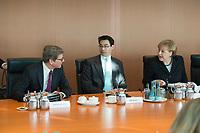 06 FEB 2013, BERLIN/GERMANY:<br /> Guido Westerwelle (L), FDP, Bundesaussenminister, Philipp Roesler (M), FDP, Bundeswirtschaftsminister, und Angela Merkel (R), CDU, Bundeskanzlerin, im Gespraech, vor Beginn der Kabinettsitzung, Bundeskanzleramt<br /> IMAGE: 20130206-01-020<br /> KEYWORDS: Sitzung, Kabinett, Philip Rösler, Gespräch