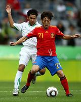 Fotball<br /> Spania v Saudi Arabia<br /> Innsbruck Østerrike<br /> Foto: Gepa/Digitalsport<br /> NORWAY ONLY<br /> <br /> FIFA Weltmeisterschaft 2010 in Suedafrika, Vorberichte, Vorbereitung, Vorbereitungsspiel, Freundschaftsspiel, Laenderspiel, Spanien vs Saudi Arabien. <br /> <br /> Bild zeigt Ateef Ahmed Ibrahim (KSA) und David Silva (ESP).