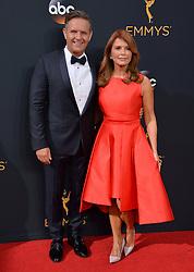 Mark Burnett & Roma Downey bei der Verleihung der 68. Primetime Emmy Awards in Los Angeles / 180916<br /> <br /> *** 68th Primetime Emmy Awards in Los Angeles, California on September 18th, 2016***