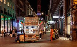 THEMENBILD - Eisverkäufer im Zentrum Wiens bei Nacht, aufgenommen am 03. Juli 2017, Wien, Österreich // Ice cream vendor in the center of Vienna by night, Vienna, Austria on 2017/07/03. EXPA Pictures © 2017, PhotoCredit: EXPA/ JFK