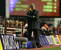 Photo: Lee Earle.<br /> Arsenal v Chelsea. The Barclays Premiership. 18/12/2005. Arsenal manager Arsene Wenger looks glum as his side trail to Chelsea.