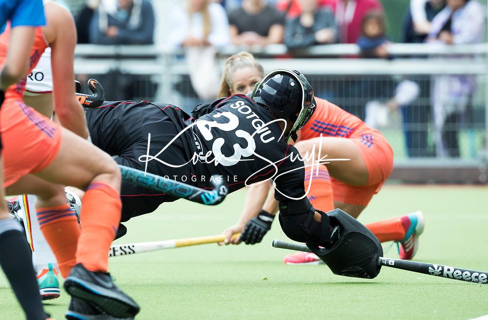 SCHIEDAM - Elena SOTGIU (Bel)  tijdens een oefenwedstrijd tussen  de dames van Nederland en Belgie , in aanloop naar het  EK Hockey, eind augustus in Amstelveen. COPYRIGHT KOEN SUYK