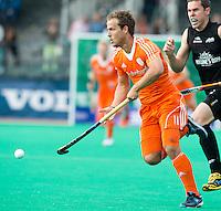 ROTTERDAM - HOCKEY - Willem Hertzberger tijdens de wedstrijd tussen de mannen bvan Nederland en Nieuw Zeeland (3-3)  bij de Rabobank Hockey World League in Rotterdam. ANP KOEN SUYK