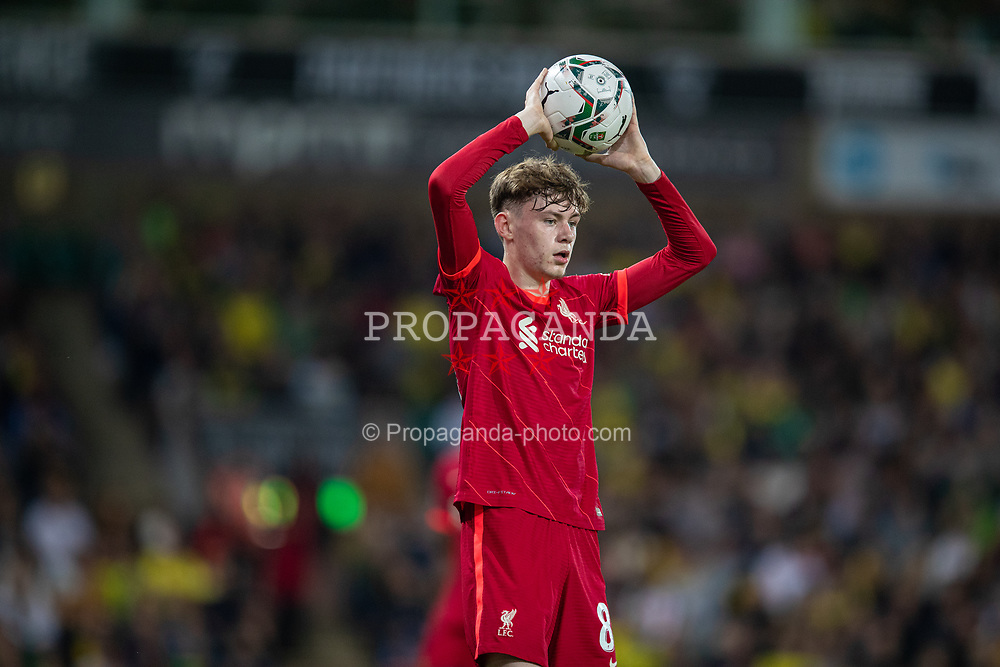 NORWICH, ENGLAND - Tuesday, September 21, 2021: Liverpool's Conor Bradley takes a throw-in during the Football League Cup 3rd Round match between Norwich City FC and Liverpool FC at Carrow Road. Liverpool won 3-0. (Pic by David Rawcliffe/Propaganda)