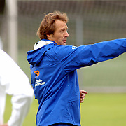 NLD/Rijnsburg/20060830 - Training Nederlands Elftal, assistent trainer John van 't Schip geeft aanwijzingen