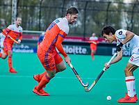ROTTERDAM - Mirco Pruijser (NED)  met Marc Serrahima (Spain)  tijdens   de Pro League hockeywedstrijd heren, Nederland-Spanje (4-0) . COPYRIGHT KOEN SUYK