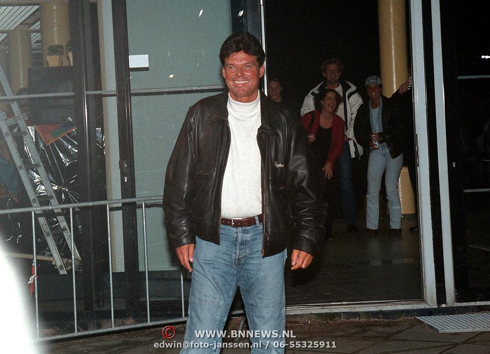 Big Brother 2000, Miranda verlaat het huis, Menno Buch