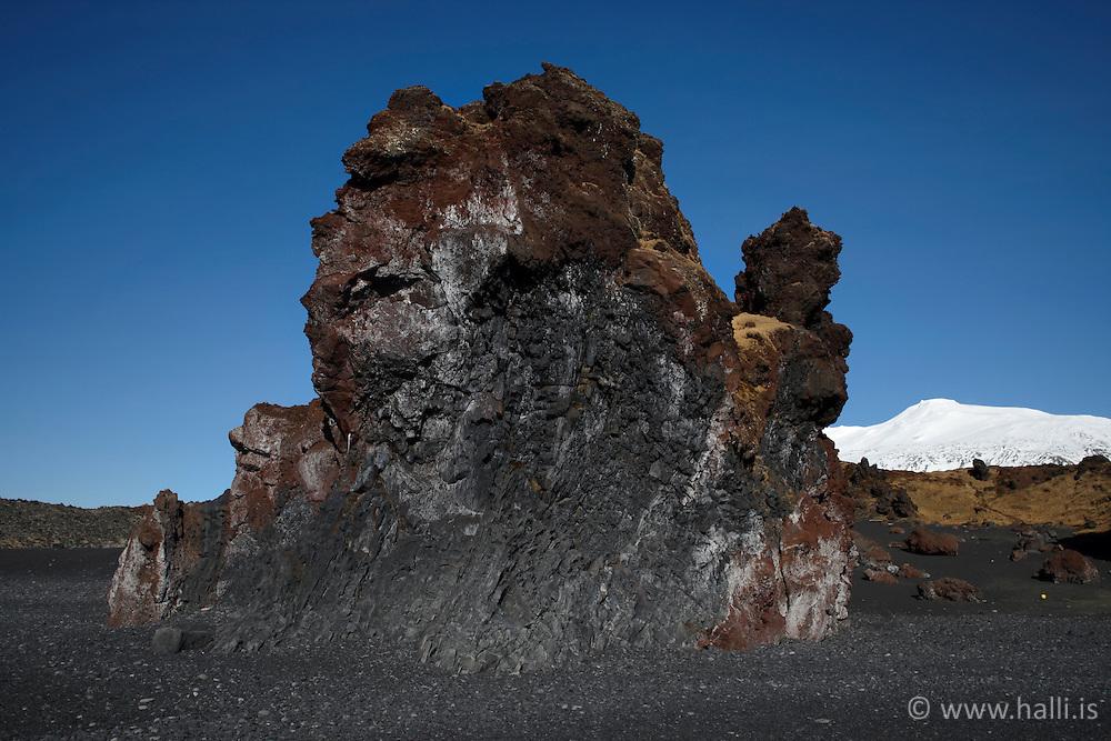 Rocks in Dritvik, Djupalon with the glacier in back, Snaefellsnes Iceland - Dritvík við Djúpalón á Snæfellsnesi með Snæfellsnes