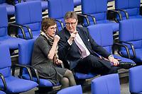 14 FEB 2019, BERLIN/GERMANY:<br /> Britta Hasselmann (L), MdB, B90/Gruene, 1. Parl. Geschaeftsfuehrerin, und Michael Grosse-Broemer, MdB, CDU, 1. Parlamentarischer Geschäftsfuehrer CDU/CSU, im Gespraech,  Bundestagsdebatte, Plenum, Deutscher Bundestag<br /> IMAGE: 20190214-01-052<br /> KEYWORDS: Bundestag, Debatte, Britta Haßelmann, Michael Grosse-Brömer, Gespräch