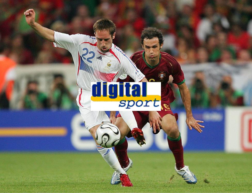 v.l. Franck Ribery Frankreich, Carvalho Ricardo<br /> Fussball WM 2006 Halbfinale Portugal - Frankreich<br /> Portugal - Frankrike<br />  Norway only