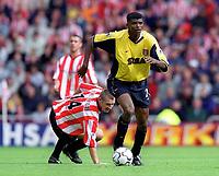 Kanu (Arsenal) and Darren Holloway (Sunderland). Sunderland 1:0 Arsenal. FA Premiership,19/8/2000. Credit Colorsport / Stuart MacFarlane.