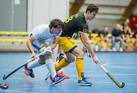AMSTERDAM -  Jasper Tukkers (Den Bosch) met Pepijn Luijkx (Kampong)   Zaalhockey hoofdklasse, Den Bosch H1-Kampng H1.COPYRIGHT KOEN SUYK