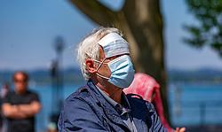 THEMENBILD – Bregenzer Demo gegen CoV-Maßnahmen, AUT, Coronavirus, Mann mit Mundschutzmaske, aufgenommen am 17. Mai 2020 in Bregenz, Oesterreich //man with face mask, recorded on May 17, 2020 in Bregenz, Austria on 2020/05/17. EXPA Pictures © 2020, PhotoCredit: EXPA/ Peter Rinderer