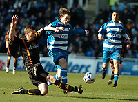 Photo: Ed Godden.<br />Reading v Wolverhampton Wanderers. Coca Cola Championship. 18/03/2006. <br />Bobby Convey (centre) surges forward for Reading.