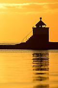 Lighthouse in sunset at Herøyfjord, Norway | Fyrlykt i solnedgang i Herøyfjord, Norge.
