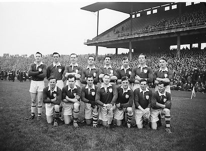 Neg No:.401/5669-5673...14021954IPFCSF1...14.02.1954..Interprovincial Railway Cup Football - Semi-Final..Leinster.3-14 .Ulster.3-6...Leinster. ..J. O'Neill (Wexford), M. O'Brien, P. O'Brien, K. McConnell (Meath), G. O'Reilly (Wicklow), P. Dunne (Laois), A. Murphy (Carlow), J. Rogers (Wicklow), S. White (Louth), J. Reilly (Meath), O. Freaney, C. O'Leary (Dublin), P. Meegan (Meath), J. McDonnell (Louth), K. Heffernan (Dublin). ..