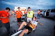 Rik Houwers is gefinished voor de eerste recordpoging in de VeloX4. Hij zal 129,45 km/h rijden en is daarmee de derde snelste man ter wereld. Het Human Power Team Delft en Amsterdam (HPT), dat bestaat uit studenten van de TU Delft en de VU Amsterdam, is in Amerika om te proberen het record snelfietsen te verbreken. Momenteel zijn zij recordhouder, in 2013 reed Sebastiaan Bowier 133,78 km/h in de VeloX3. In Battle Mountain (Nevada) wordt ieder jaar de World Human Powered Speed Challenge gehouden. Tijdens deze wedstrijd wordt geprobeerd zo hard mogelijk te fietsen op pure menskracht. Ze halen snelheden tot 133 km/h. De deelnemers bestaan zowel uit teams van universiteiten als uit hobbyisten. Met de gestroomlijnde fietsen willen ze laten zien wat mogelijk is met menskracht. De speciale ligfietsen kunnen gezien worden als de Formule 1 van het fietsen. De kennis die wordt opgedaan wordt ook gebruikt om duurzaam vervoer verder te ontwikkelen.<br /> <br /> Rik Houwers finished his first record attempt with the VeloX4. He will cycle 80,44 mph and is the third fastest man in the world. The Human Power Team Delft and Amsterdam, a team by students of the TU Delft and the VU Amsterdam, is in America to set a new  world record speed cycling. I 2013 the team broke the record, Sebastiaan Bowier rode 133,78 km/h (83,13 mph) with the VeloX3. In Battle Mountain (Nevada) each year the World Human Powered Speed Challenge is held. During this race they try to ride on pure manpower as hard as possible. Speeds up to 133 km/h are reached. The participants consist of both teams from universities and from hobbyists. With the sleek bikes they want to show what is possible with human power. The special recumbent bicycles can be seen as the Formula 1 of the bicycle. The knowledge gained is also used to develop sustainable transport.