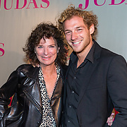NLD/Amsterdam/20180920 - Premiere Judas, Linda van Dyck met haar zoon Jamie Trenité