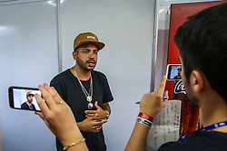 O rapper Projota concede entrevista na sala de imprensa da 22ª edição do Planeta Atlântida. O maior festival de música do Sul do Brasil ocorre nos dias 3 e 4 de fevereiro, na SABA, na praia de Atlântida, no Litoral Norte gaúcho.  Foto: Marcos Nagelstein / Agência Preview