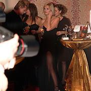 NLD/Amsterdam/20051128 - Uitreiking Beau Monde Awards 2005, Tooske Breugem en Laura Vlasblom