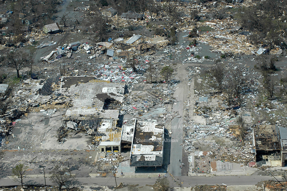 The beach front along Beach Road in Biloxi as seen from the air is one of the hardest hit areas by hurricane Katrina.(photo/Suzi Altman) Hurricane Katrina Mississippi Gulf Coast aerials from first morning after the storm made land fall.Photo©Suzi Altman
