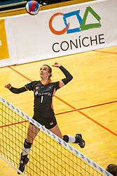 02-02-2019 NED: Regio Zwolle Volleybal - Sliedrecht Sport, Zwolle<br /> Round 16 of Eredivisie volleyball - Sliedrecht win the match 3-2 / Robin van de Velde #1 of Zwolle