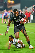 Joe Ravouvou escapes from Carlin Isles to score for New Zealand against USA during day one at the Emirates Airline Dubai Rugby Sevens 1st December 2017. <br /> Copyright photo: Tom Kirkwood / www.photosport.nz