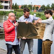NLD/Volendam/20140620 -Presentatie 'Herinneringen' Dvd box Nick & Simon, uitreiking platina dvd's voor 1 miljoen verkochte albums door Gaston Starreveld
