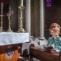 Nederland, Laren, 29 maart 2016.<br /> Mediapersonality Marijke Helwegen in de katholieke kerk van Laren.<br /> <br /> <br /> <br /> Foto: Jean-Pierre Jans