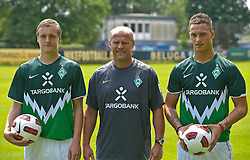 05.07.2010, Platz 5, Bremen, GER, Training Werder Bremen 1. FBL im Bild  Felix Kroos (Bremen #18) Thomas Schaaf ( Werder  - Trainer  COACH) Marko Arnautovic (Werder #07 )   EXPA Pictures © 2010, PhotoCredit: EXPA/ nph/  Kokenge / SPORTIDA PHOTO AGENCY