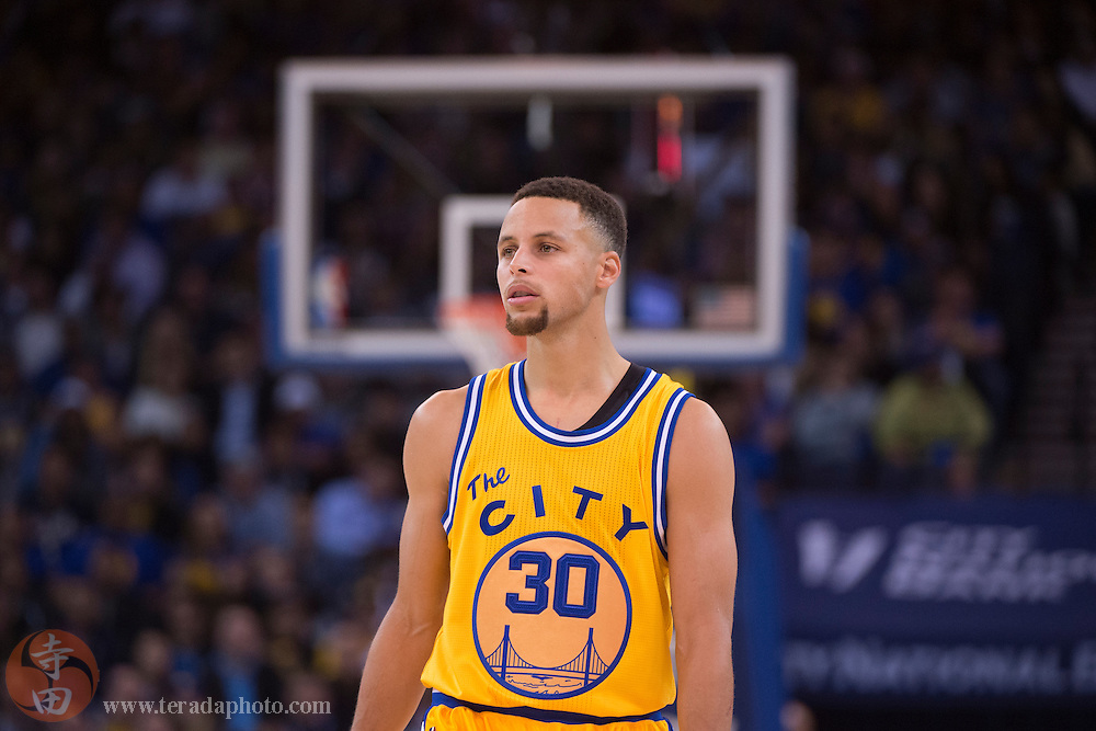 November 17, 2015; Oakland, CA, USA; Golden State Warriors guard Stephen Curry (30) during the fourth quarter against the Toronto Raptors at Oracle Arena. The Warriors defeated the Raptors 115-110.
