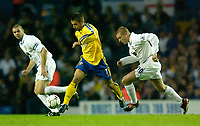 Photo. Jed Wee<br /> Leeds United v Southampton, FA Barclaycard Premiership, Elland Road, Leeds. 26/08/2003.<br /> Southampton's Kevin Phillips (C) sets off on a driving run with Leeds' Dominic Matteo (L) and Seth Johnson struggling to keep up.