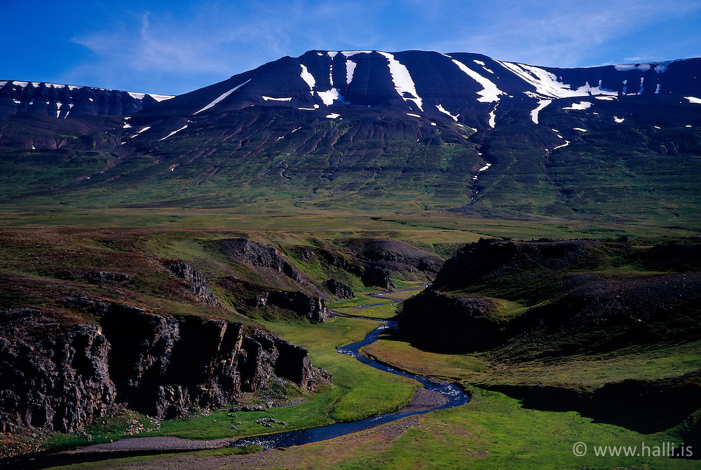 Falleg fjallsýn í Flateyjardal / Nice mountains and scenery in Flateyjardalur