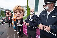 """01 MAY 2014, BERLIN/GERMANY:<br /> Angela-Merkel und Sigmar-Gabriel-Darsteller nehmen Mitglieder des dbb mit Handschellen an die Kette während einer Protest Performance des Deutschen Beamtenbundes, dbb, und des Marburger Bundes unter dem Motto """"So nicht, Frau Merkel und Herr Gabriel!"""" am 1. Mai, dem Tag der Arbeit, vor dem Budneskanzleramt<br /> IMAGE: 20140501-01-104<br /> KEYWORDS: Demo, Demonstration, Protest"""