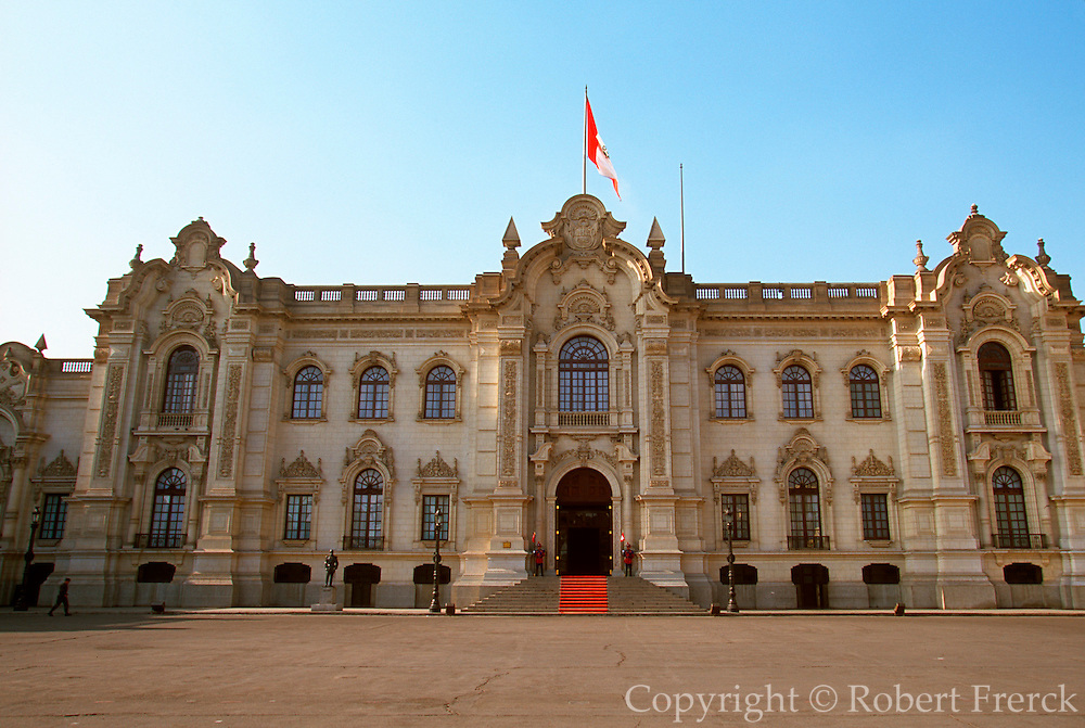 PERU, LIMA, ARCHITECTURE Government Palace, Plaza de Armas