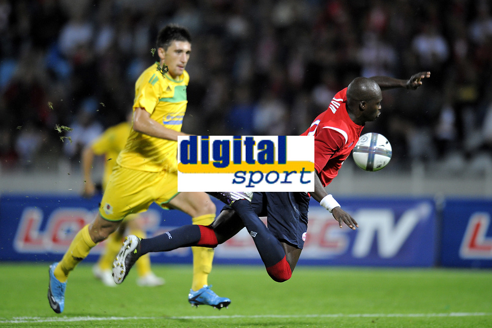 FOOTBALL - UEFA EUROPA LEAGUE 2010/2011 - PLAY OFF - 2ND LEG - LILLE OSC v FC VASLUI - 26/08/2010 - PHOTO JEAN MARIE HERVIO / DPPI - MOUSSA SOW (LOSC) / PENALTY FOUL