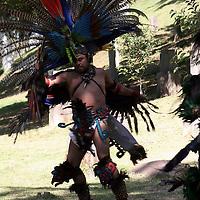 Toluca, Mex -  Danzantes durante la inauguracion del XXI Simposio Internacional de Escultores en Acero Inoxidable, como un homenaje al maestro Miguel Hernandez Urban que se realizara del 6 al 30 de Marzo, participando 24 artistas.   Agencia MVT / Jose Hernandez.