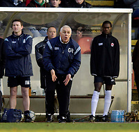 Photo: Jed Wee.<br /> Clyde v Glasgow Celtic. Scottish Cup. 08/01/2006.<br /> <br /> Clyde manager Graham Roberts organises his team.