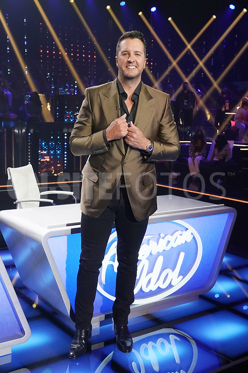 """AMERICAN IDOL – """"414 (Oscar Nominated Songs)"""" – The top 12 contestants perform Oscar®-nominated songs in hopes of securing America's vote into the top nine on an all-new episode of """"American Idol,"""" airing live coast-to-coast on SUNDAY, APRIL 18 (8:00-10:00 p.m. EDT), on ABC. (ABC/Eric McCandless)<br /> LUKE BRYAN"""