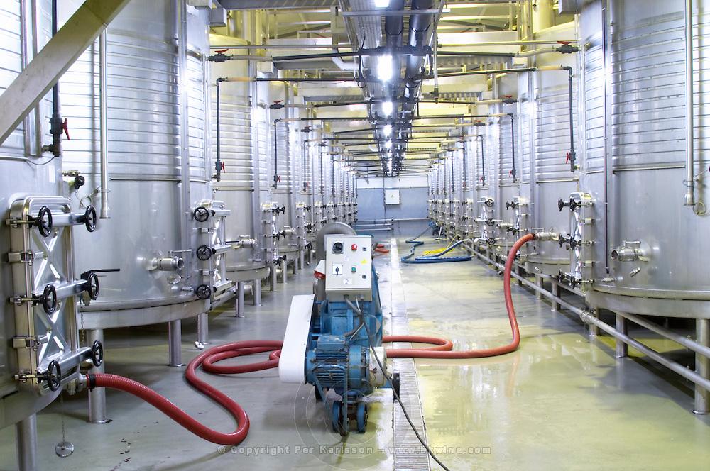 Fermentation tanks. Pumping over. J Portugal Ramos Vinhos, Estremoz, Alentejo, Portugal