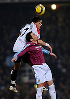 Photo: Daniel Hambury.<br />West Ham United v Fulham. The Barclays Premiership. 23/01/2006.<br />West Ham's Matthew Etherington and Fulham's Liam Rosenior battle.