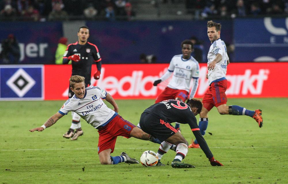 Fussball: 1. Bundesliga, Hamburger SV - FC Bayern Muenchen, Hamburg, 22.01.2016<br /> <br /> Lewis Holtby (HSV, l.) - Coman K. (Bayern)<br /> <br /> © Torsten Helmke