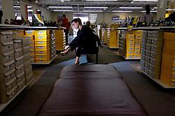 Novo Hamburgo - RS, 01/09/2007; Consumidora na loja da Arezzo, loja de sapatos em Novo Hamburgo, no Vale dos Sinos, também conhecido como o pólo coureiro calçadista no Rio Grande do Sul. FOTO: Jefferson Bernardes/Preview.com