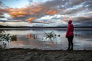 VILDMARKSVÄGEN JULI 2020<br /> Midnatt vid Stora Blåsjön och de ljusa nätterna i norr är helt enkelt underbara.<br /> Foto: Per Danielsson/Projekt.P