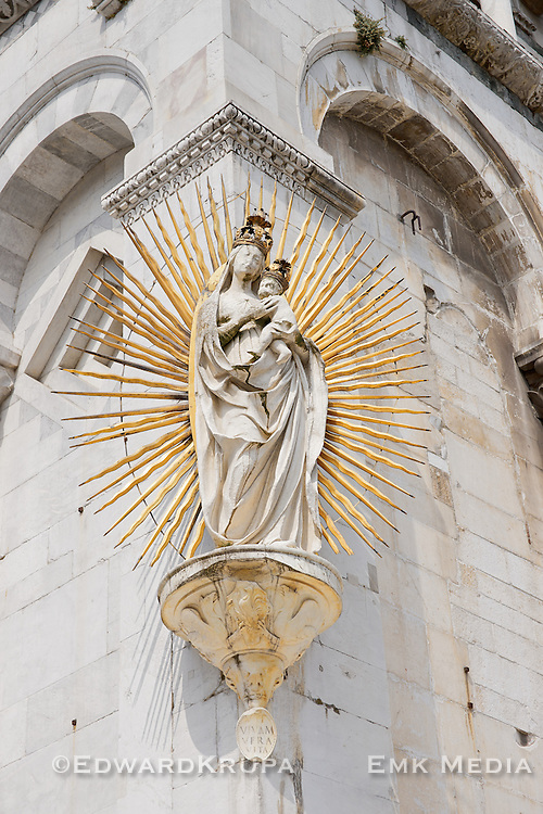 A statue (1480) of the Madonna salutis portus, sculpted by Matteo Civitali to celebrate the end of the 1476 plague, on the left corner of the facade of  San Michele in Foro, a Roman Catholic basilica church in Lucca, Tuscany, central Italy.