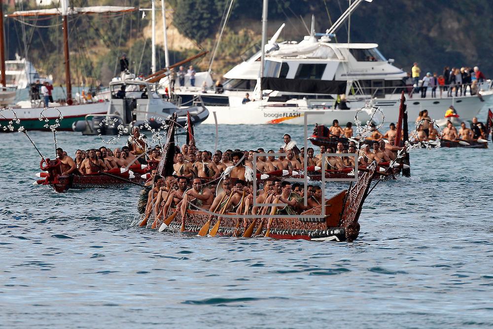 Auckland , 09.09.2011 : Inizia il mondiale di rugby in Nuova Zelanda al porto di Auckland accorrono migliaia di persone per la festa organizzata apertura con haka effettuata da 600 maori arrivate con delle waka , le tradizionali imbarcazioni