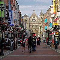Europe, Ireland, Dublin. Pedestrian only shopping on Ann Street South (off Grafton).