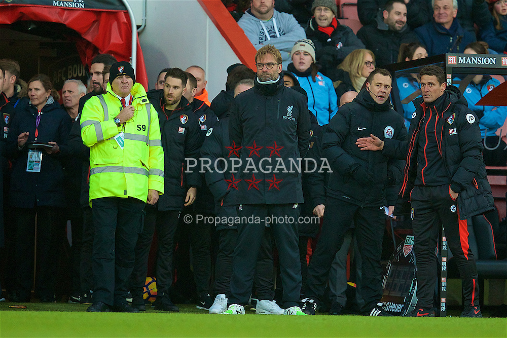BOURNEMOUTH, ENGLAND - Sunday, December 4, 2016: Liverpool's manager Jürgen Klopp looks dejected as he sees his side throw away a two goal lead to lose 4-3 to AFC Bournemouth during the FA Premier League match at Dean Court. (Pic by David Rawcliffe/Propaganda)