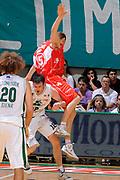 DESCRIZIONE : Siena Lega A 2008-09 Playoff Finale Gara 2 Montepaschi Siena Armani Jeans Milano<br /> GIOCATORE : Mindaugas Katelynas<br /> SQUADRA : Armani Jeans Milano <br /> EVENTO : Campionato Lega A 2008-2009 <br /> GARA : Montepaschi Siena Armani Jeans Milano<br /> DATA : 12/06/2009<br /> CATEGORIA : curiosita equilibrio<br /> SPORT : Pallacanestro <br /> AUTORE : Agenzia Ciamillo-Castoria/G.Ciamillo
