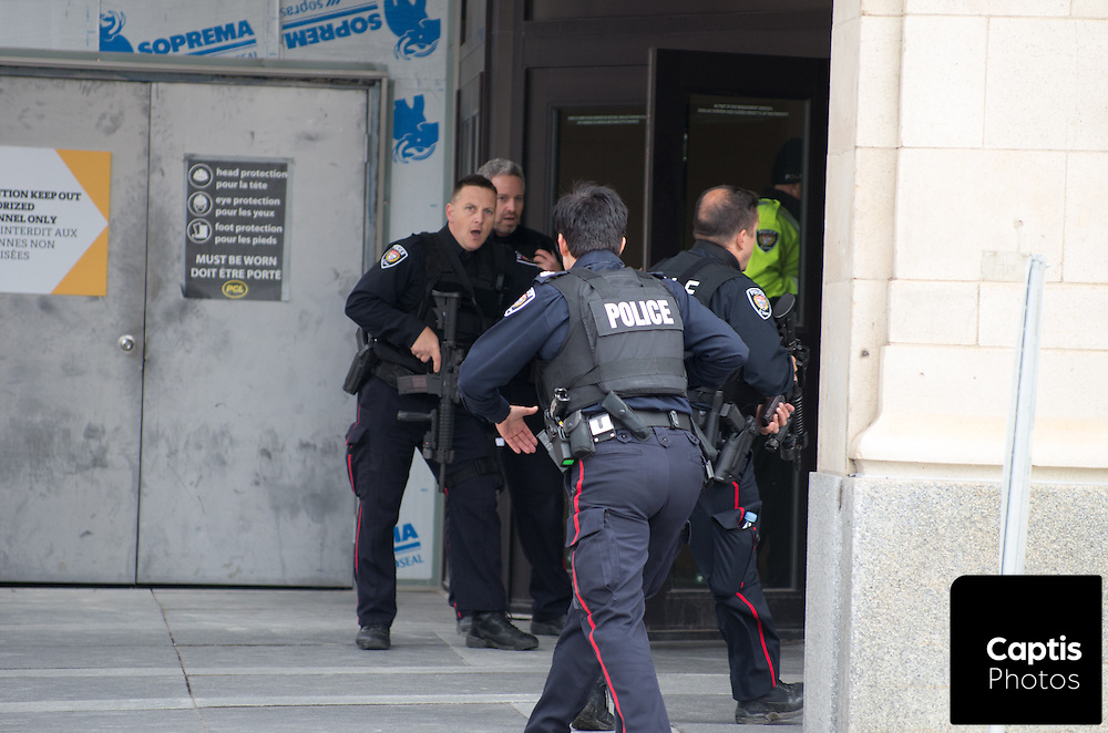 Police enter the Rideau Centre which was placed under lock down following the shooting of Cpl. Nathan Cirillo. October 22, 2014.